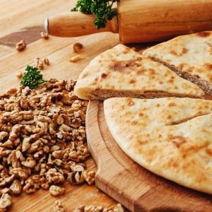 Осетинский пирог с капустой и грецкими орехами
